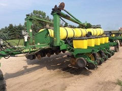 Planter For Sale 1990 John Deere 7200