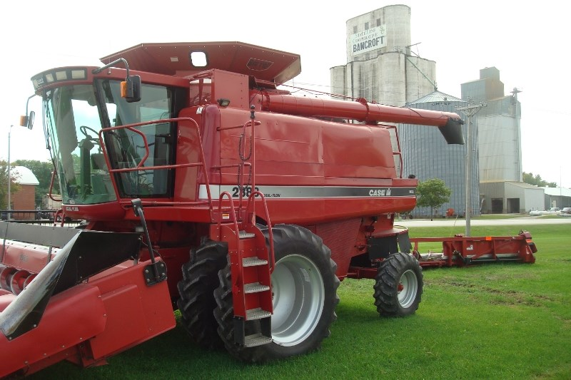 2000 Case IH 2388 Combine For Sale