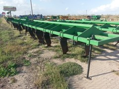 Plow-Chisel For Sale:  Bigham Brothers 8 Leg Paratill