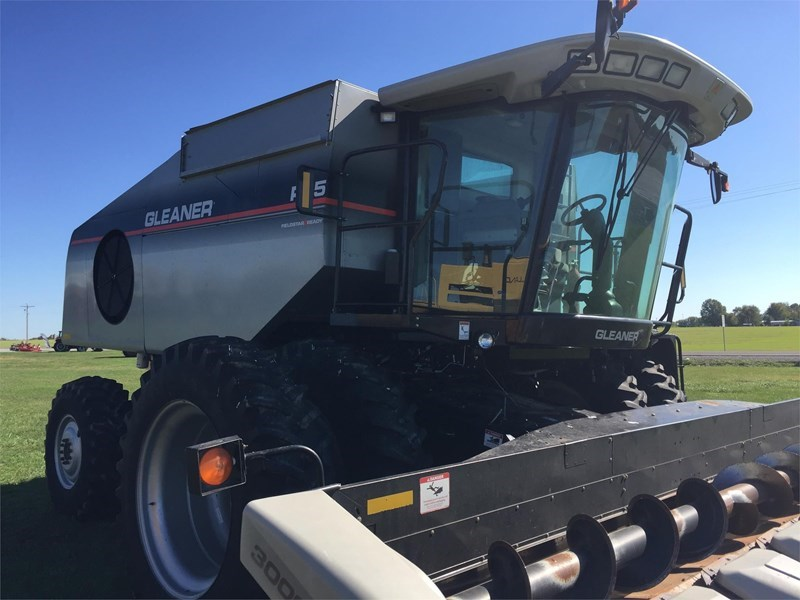 2005 Gleaner R65 Combine For Sale