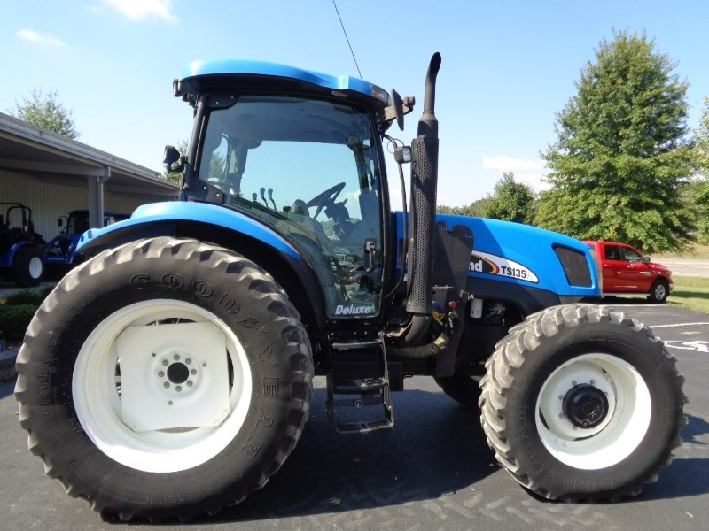 2005 New Holland TS135A Tractor For Sale