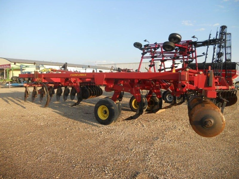2002 Sunflower 4411 Disk Ripper For Sale