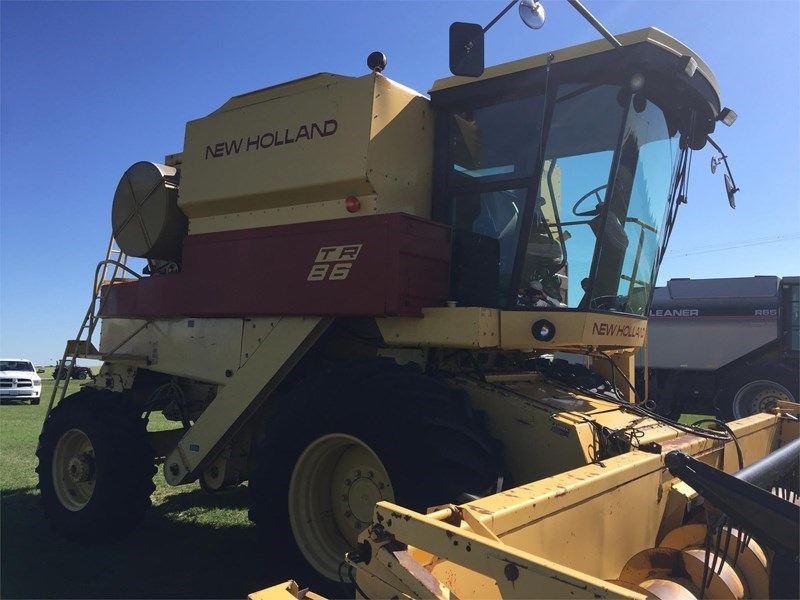 New Holland TR86 Combine For Sale