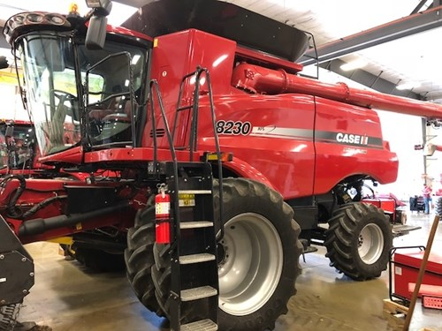 Combine For Sale:  2013 Case IH 8230
