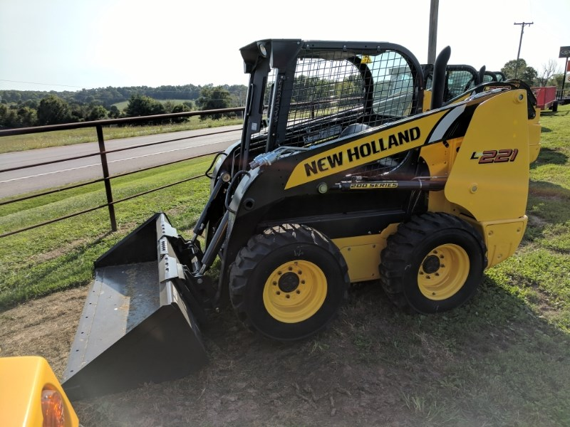 New Holland (NEW) L221 2100 LB LIFT Skid Steer For Sale
