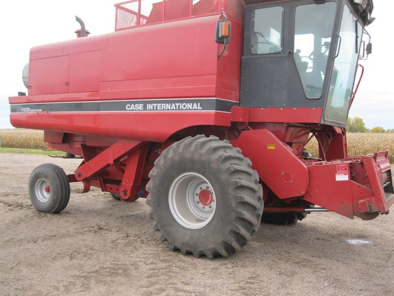 1990 Case IH 1620 Combine For Sale