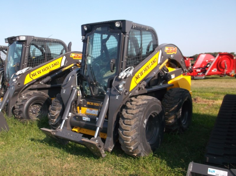 New Holland (NEW) L234 3000 LB LIFT Skid Steer For Sale
