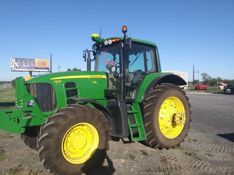 2010 John Deere 7530 Tractor For Sale