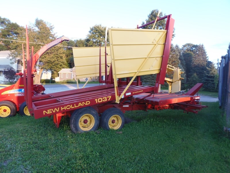 New Holland 1037 Bale Wagon-Pull Type For Sale
