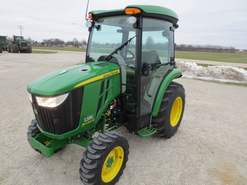 2017 John Deere 3039R Tractor - Compact For Sale