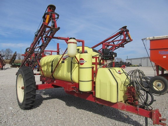 2002 Hardi nav1000 Sprayer-Pull Type For Sale
