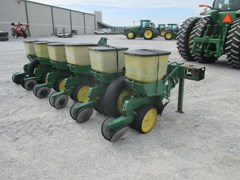 Planter For Sale:  John Deere 7100
