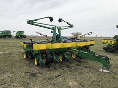 Planter For Sale:  1996 John Deere 1760
