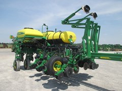 Planter For Sale:  2016 John Deere 1775NT