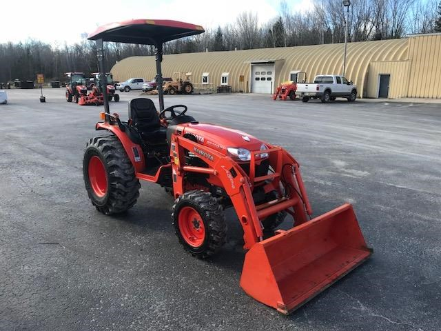 2014 Kubota B3300SUHS Tractor For Sale