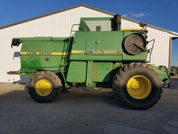 1982 John Deere 8820 Combine For Sale