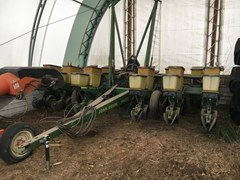 Planter For Sale:  1990 John Deere 7200