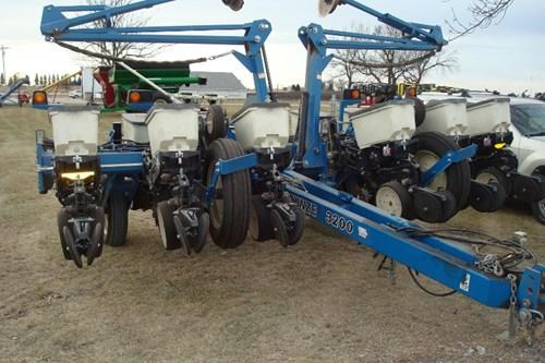Planter For Sale:  2007 Kinze 3200