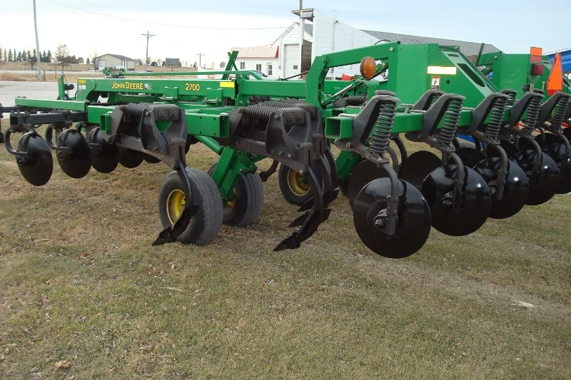 John Deere 2700 Disk Ripper For Sale