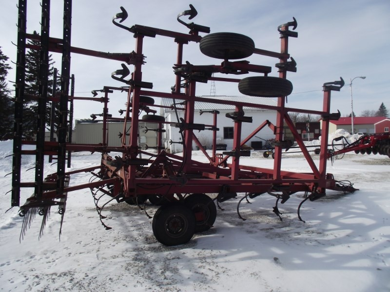 Case IH 4900 Field Cultivator For Sale