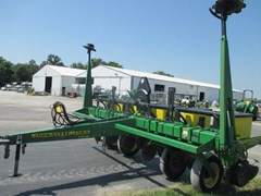 Planter For Sale:  1999 John Deere 1750