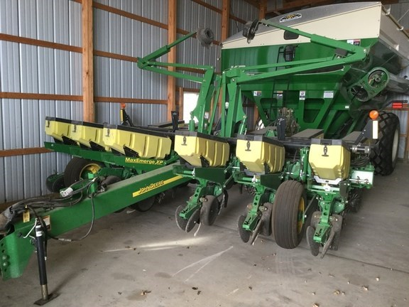 2009 John Deere 1760 Planter For Sale