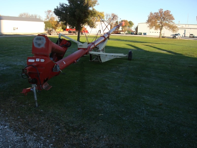 2005 Buhler Farm King 1385 Auger-Portable For Sale