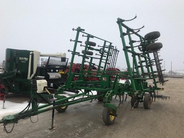 2004 John Deere 2210 32.5 Field Cultivator For Sale