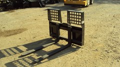 Skid Steer Attachment For Sale:  Other Heavy duty 5500 lbs skid steer walk through pallet