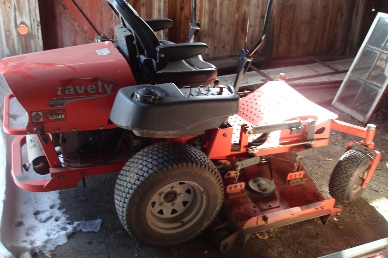 2002 Gravely 260Z Riding Mower For Sale