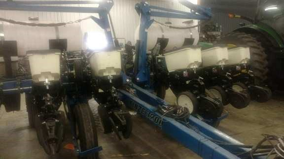 2009 Kinze 3200 Planter For Sale