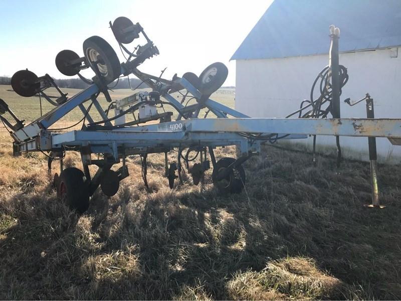 DMI 4100 Fertilizer Spreader For Sale