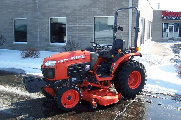 2012 Kubota B3200HSD Tractor For Sale