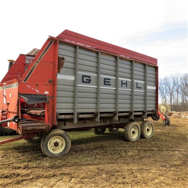 Gehl 970 Forage Box-Wagon Mounted For Sale