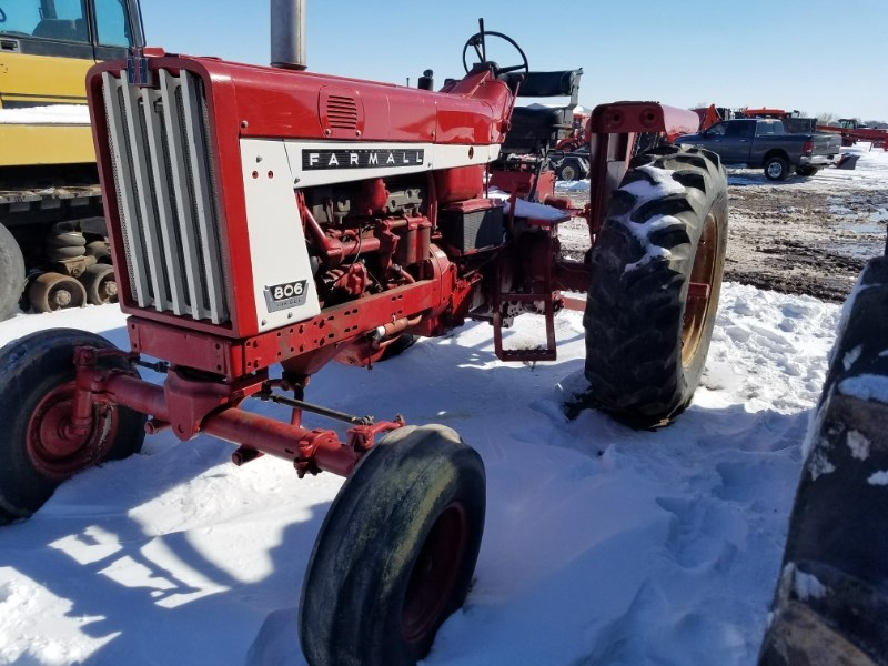 1967 IH 806 Tractor For Sale