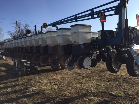 2003 Kinze 3600 Planter For Sale