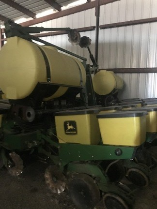 2001 John Deere 1760 Planter For Sale