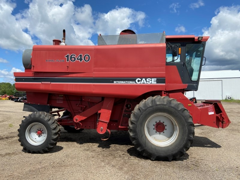 1986 Case IH 1640 Combine For Sale