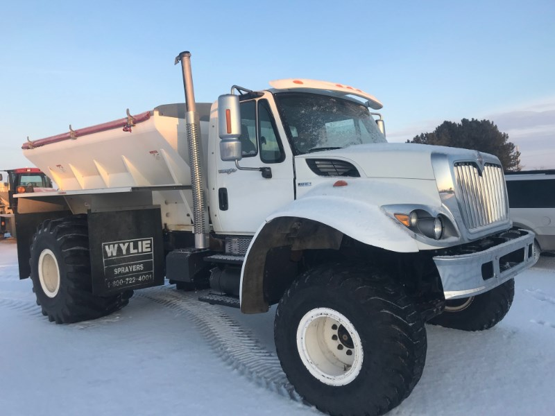 2010 International 7400 Floater/High Clearance Spreader For Sale
