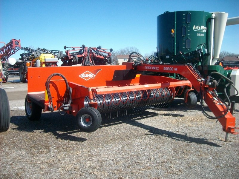 2009 Kuhn MM300 Windrow Inverter For Sale