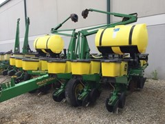 Planter For Sale:  2001 John Deere 1760