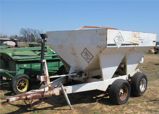 Willmar 500 Fertilizer Spreader For Sale