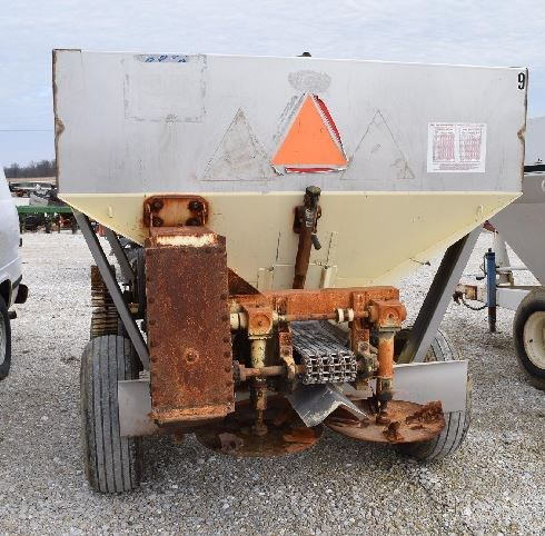 Chandler  Fertilizer Spreader For Sale