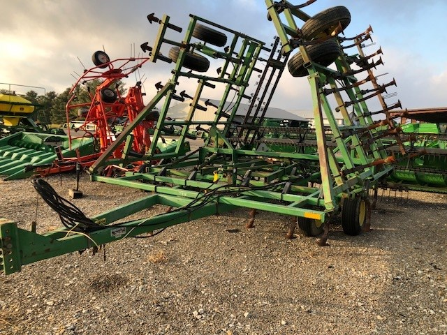 John Deere 960 Field Cultivator For Sale