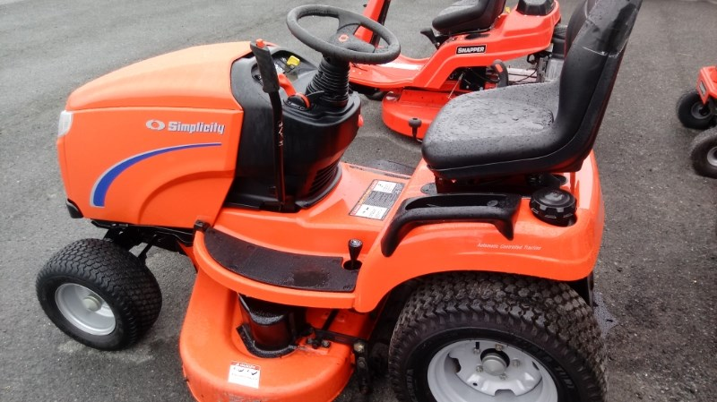 2007 Simplicity Conquest Riding Mower For Sale