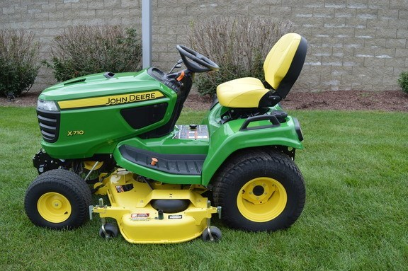 2015 John Deere X710 Riding Mower For Sale