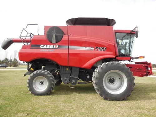 Combine For Sale:  2011 Case IH 7120