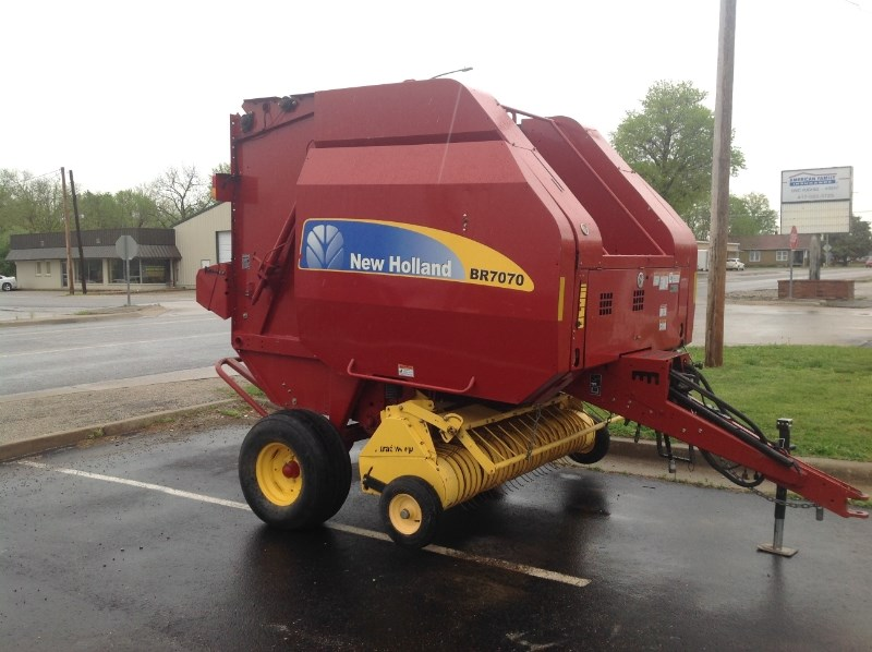 2010 New Holland BR7070 Baler-Round For Sale