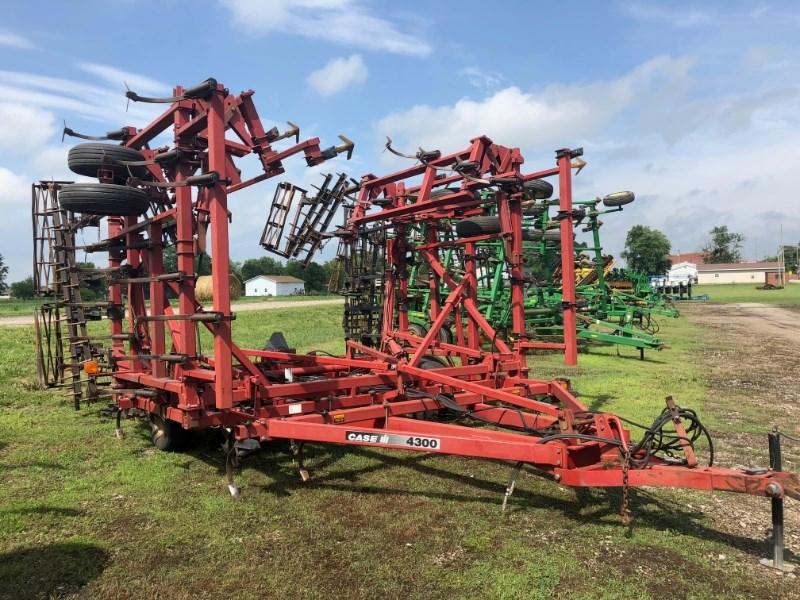 Case IH 4300 Field Cultivator For Sale