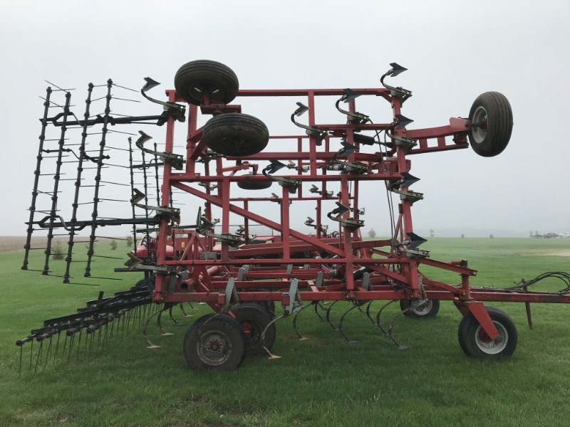 Wil-Rich QUAD 5 Field Cultivator For Sale